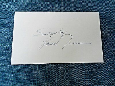 LANA TURNER AUTOGRAPHED 5 x 3 INDEX CARD WITH PHOTO .