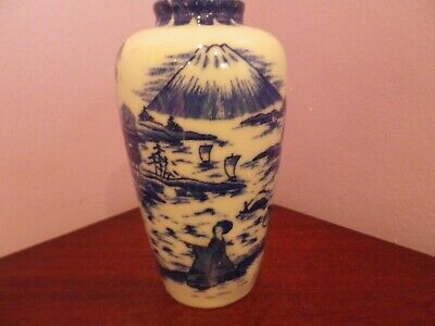 Fab Antique Japanese Porcelain Blue/White Oriental Scene Design Vase 14 Cms Tall
