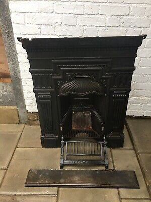 Late Victorian /Edwardian Cast Iron Fireplace In Good Condition,