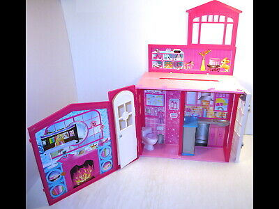 2009 Mattel Barbie Glam Vacation Beach House Fold Out N' Go Foldable Portable