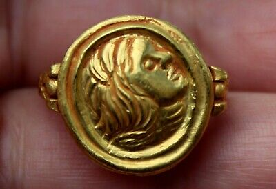 Very Old 22K Solid Yellow Gold Ring With Carved Roman Citizen