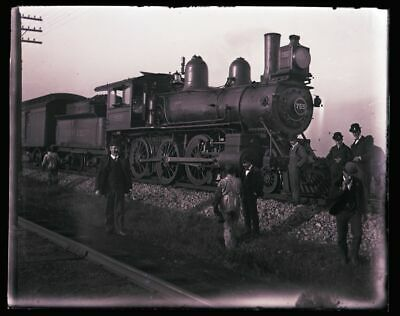 LATE 1800s EARLY 1900s GLASS NEGATIVE,  ERIE LOCOMOTIVE #755, MEN INSPECTING?