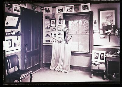 LATE 1800s EARLY 1900s GLASS NEGATIVE, INTERESTING INTERIOR, UNKNOWN LOCATION