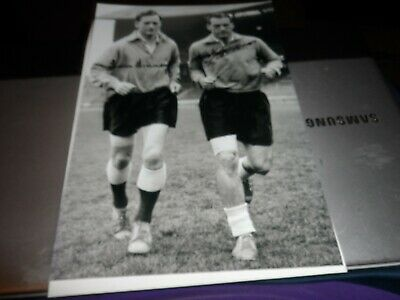 Football Autograph On 12 X 8 Photo Genuine Tom Finney + Nat Lofthouse Together