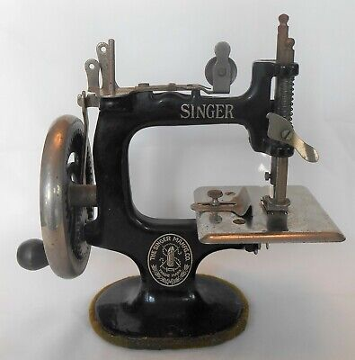 Early Antique Singer Sewhandy Sew Handy Child Hand Crank Sewing Machine Model 20