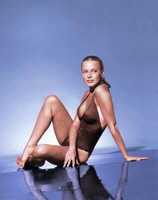 Cheryl Ladd Unsigned 8x10 Photo (108)