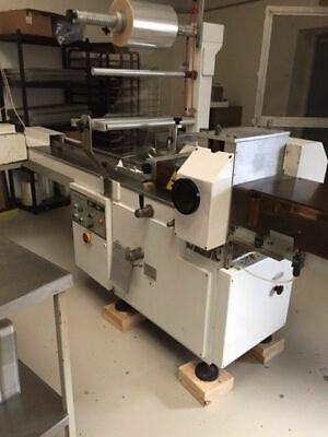 Flow wrapping packaging machine, Flowrap