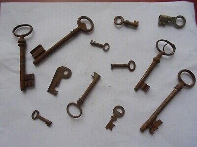 Large collection of antique rusty old keys (f2)