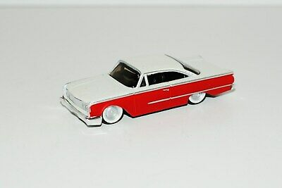 Maisto 1960 Ford Starliner Classic Show  Car  Rubber Tire Limited Edition