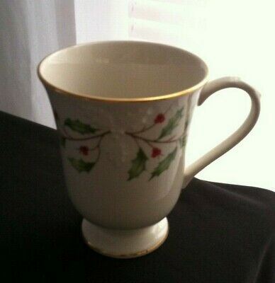 Lenox Dimension Collection Holiday Holly Berry Christmas mug cup with Gold Trim