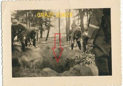 WW2 German Top !! Dead  Soldier in Hole Russia Forest  Photo !!