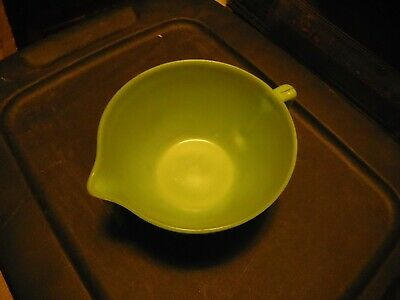 Vintage Fire King Jadeite Glass Handled BATTER MIXING BOWL with Pour Spout