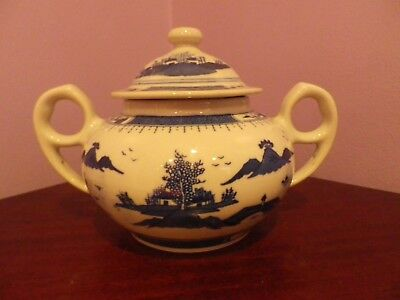 Vintage Chinese Porcelain Blue & White Oriental Scene Two Handled Lidded Pot