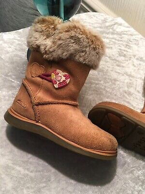 """Infant Suede/fleece Lined Boots By""""CLARKS"""" Snuggle Folk size 5.1/2 G(£38rrp)"""