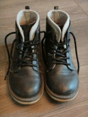 BOYS black Chukka ankle boots high tops size 3 Oshkosh fall leather look lace up