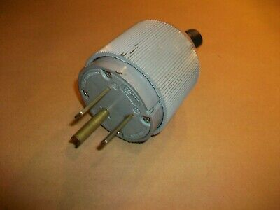 Angle Cord Plug,No 4867ANBOX 3PK Cooper Wiring Devices Inc