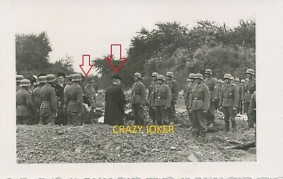 WW2 German Top !! Dead Soldier Ceremony with Chaplain  NICE  Postcard !