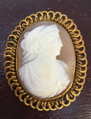 Antique Victorian Large Size Carved Cameo Classical Lady Set In Yellow Metal