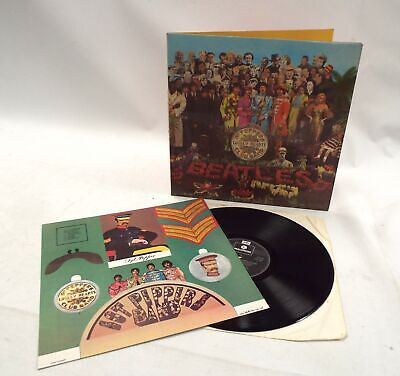 THE BEATLES 'Sgt Pepper's Lonely Hearts Club Band' Vinyl Lp + Insert - K08