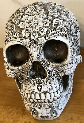 Latex mould for making This Embossed Skull