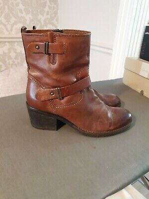 Ladies Clarks leather Tan Boots Size 6.5