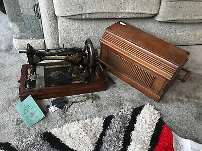 Antique Old Vintage Hand Crank Singer sewing machine Model No. 28