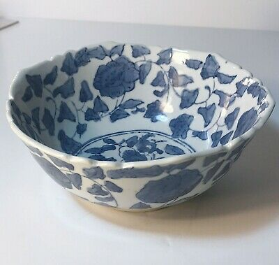 ORIENTAL PORCELAIN HAND PAINTED CHINESE LOBED BOWL Signed Base. 17cm Wide