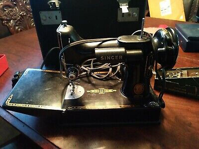 Vintage 1950's Singer Featherweight 221 Sewing Machine W/Case