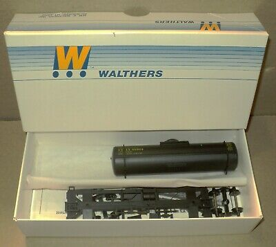 Walthers 932-5001 HO Freight Train Single Dome Tank Car UTLX Un-Assembled Kit