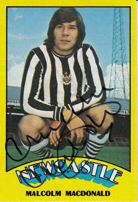 HAND SIGNED A & BC 1974 TRADING CARD : MALCOLM MacDONALD - NEWCASTLE