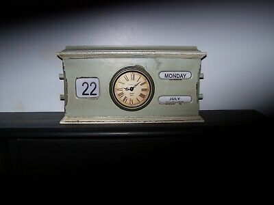 Vintage style wooden mantle clock with manual day & date function