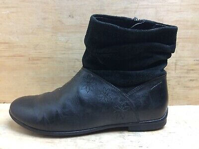 Clarks Black Leather Suede ankle Zip Girls Boots size UK 2 G