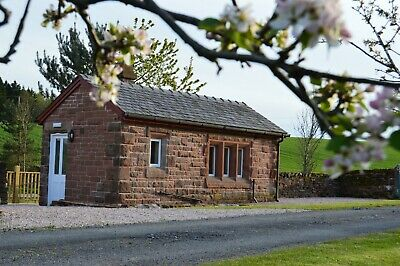 Cumbria Holiday Cottage with Log burner & WiFi in Penrith / The Lake District