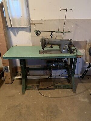 Commercial / Industrial SINGER SEWING MACHINE WITH TABLE