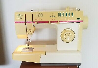 Vintage Singer Fashion Mate Sewing Machine Model FM-22 C w Case Pedal