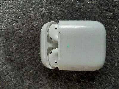 Apple AirPods 2. Generation mit wireless charching Case