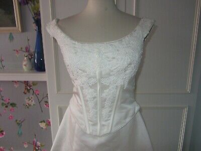 Vintage satin and corded lace wedding dress. Ivory size 8