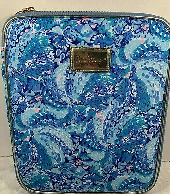Lilly Pulitzer Zip Folio Featured in Wave After Wave Pattern  $42.00 NWT (1)
