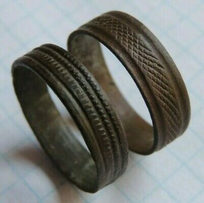 Ancient bronze swappable rings with a pattern