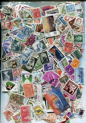 STAMPS KILOWARE 225g OFF PAPER MIXED COUNTRIES. INTERESTING LOT, OLD AND NEW
