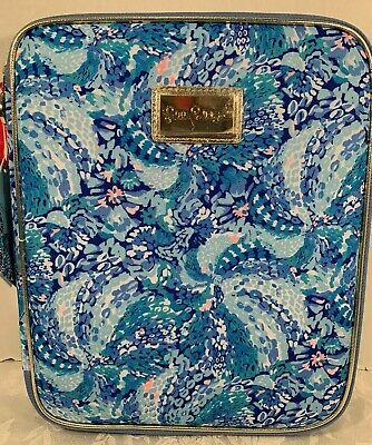 Lilly Pulitzer Zip Folio Featured in Wave After Wave Pattern  $42.00 NWT (2)