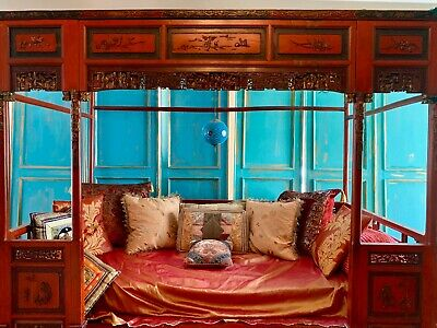 Chinese Beautiful Qing Dynasty Lady Bed With Beautiful Gilded Carvings