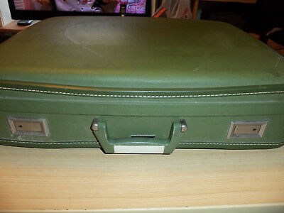 "Wheary Hardside Suitcase - 22"" x 18"" x 5"" Vintage - Green - 1 Key"