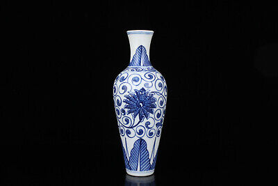 China Old Collectible Hand Engraving Blue And White Porcelain Vase Desktop