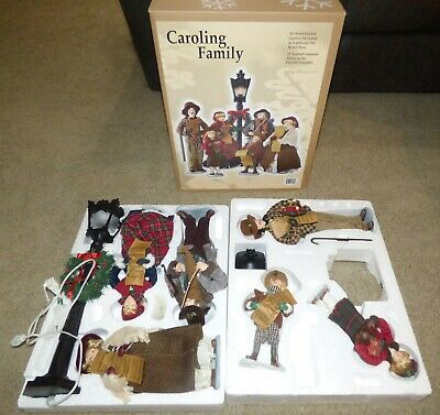 """2005 Holiday Collection Caroling Family 6 Hand Painted Carolers & 22"""" Lamp Post"""