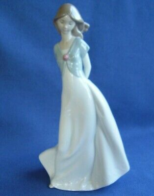 NAO BY LLADRO, SPAIN - PORCELAIN FIGURINE, GIRL HOLDING SHOES - 25.5 cm HI - VGC