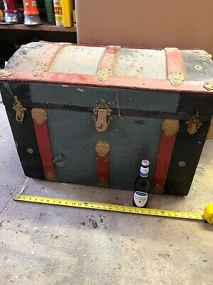 Old Antique SMALL Victorian HUMPBACK Ornate Tin & Wood STEAMER TRUNK Chest