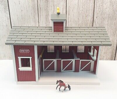 🔴 Breyer Stablemates Small Red Stable Barn Play Set with 1 Foal Horse