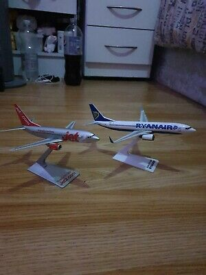 X2 Easyjet And Ryanair Models please read description scale is 1/200 unboxed