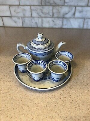 Traditional Chinese Teapot, Tray with 4 Cups Blue & White color